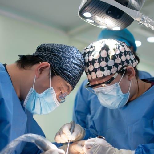 Dit vergoedt je zorgverzekering voor plastische chirurgie